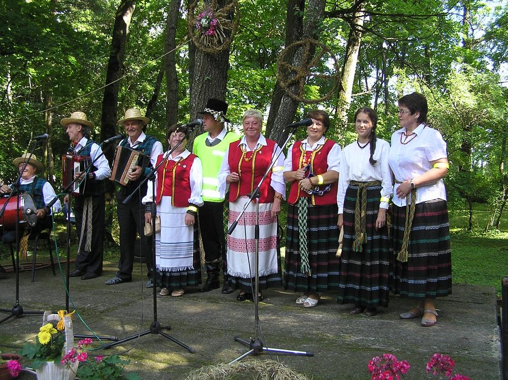 XI-ojo tarptautinio folkloro festivalio Nemirštanti gaida eisena